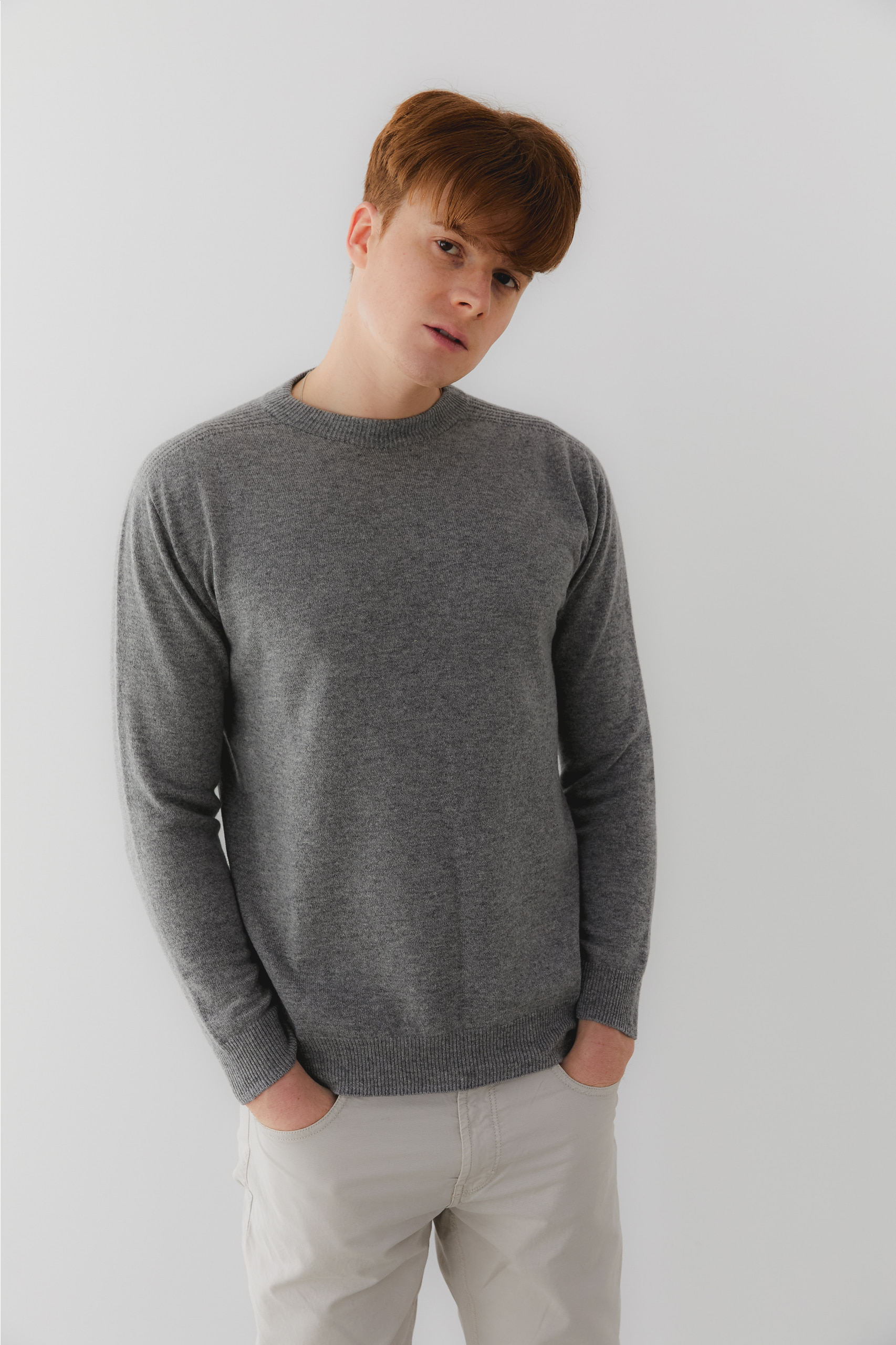 프리미엄 캐시미어 100 남성 라운드넥 스웨터 [Pure cashmere100 whole-garment knitting roundneck pullover - Warm gray
