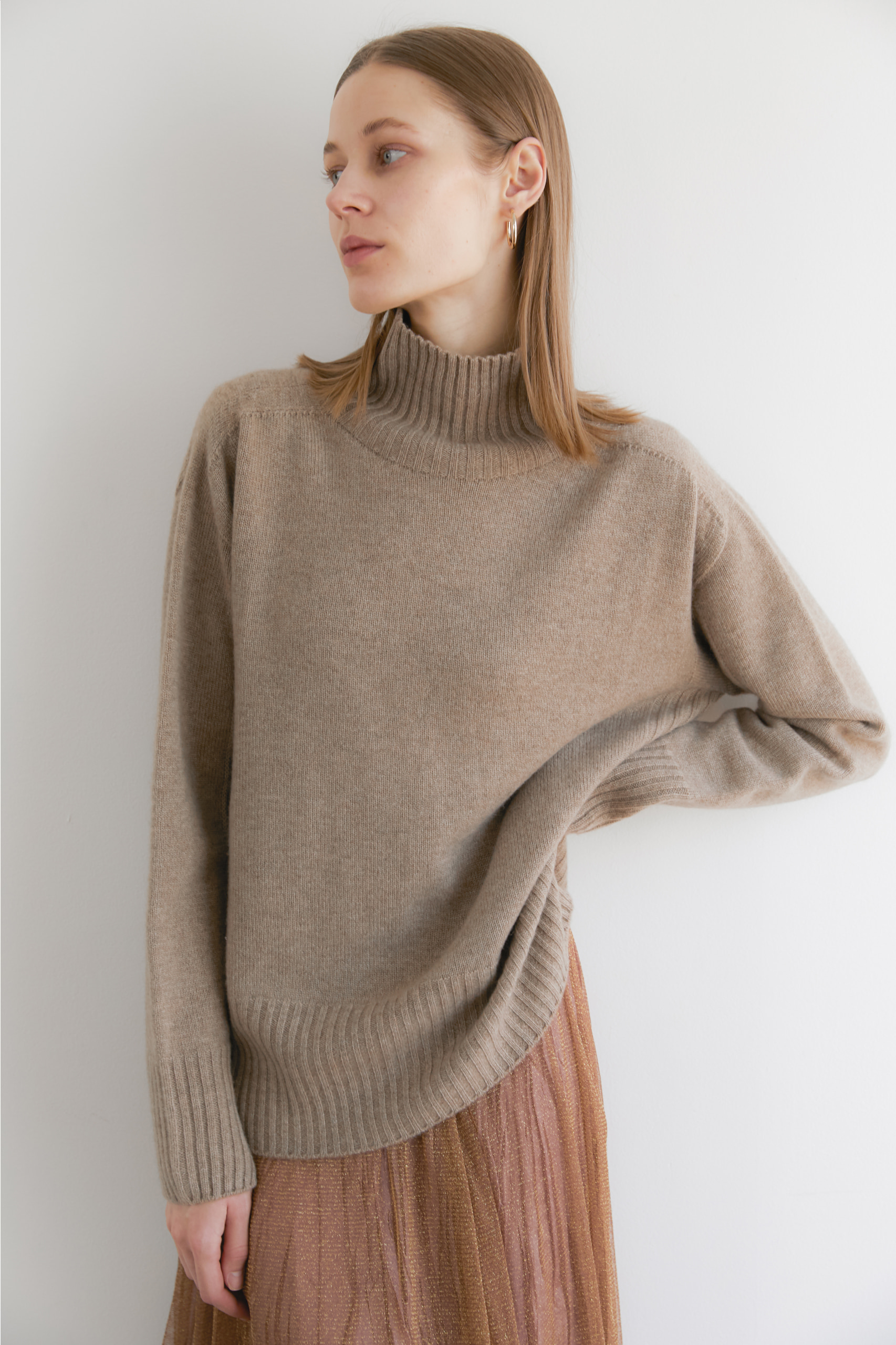 [NAMED collection - 로로피아나] 프리미엄 퓨어 캐시미어100 홀가먼트 컬러블럭 풀오버 [Pure cashmere100 whole-garment knitting turtleneck pullover - Chocolate beige]