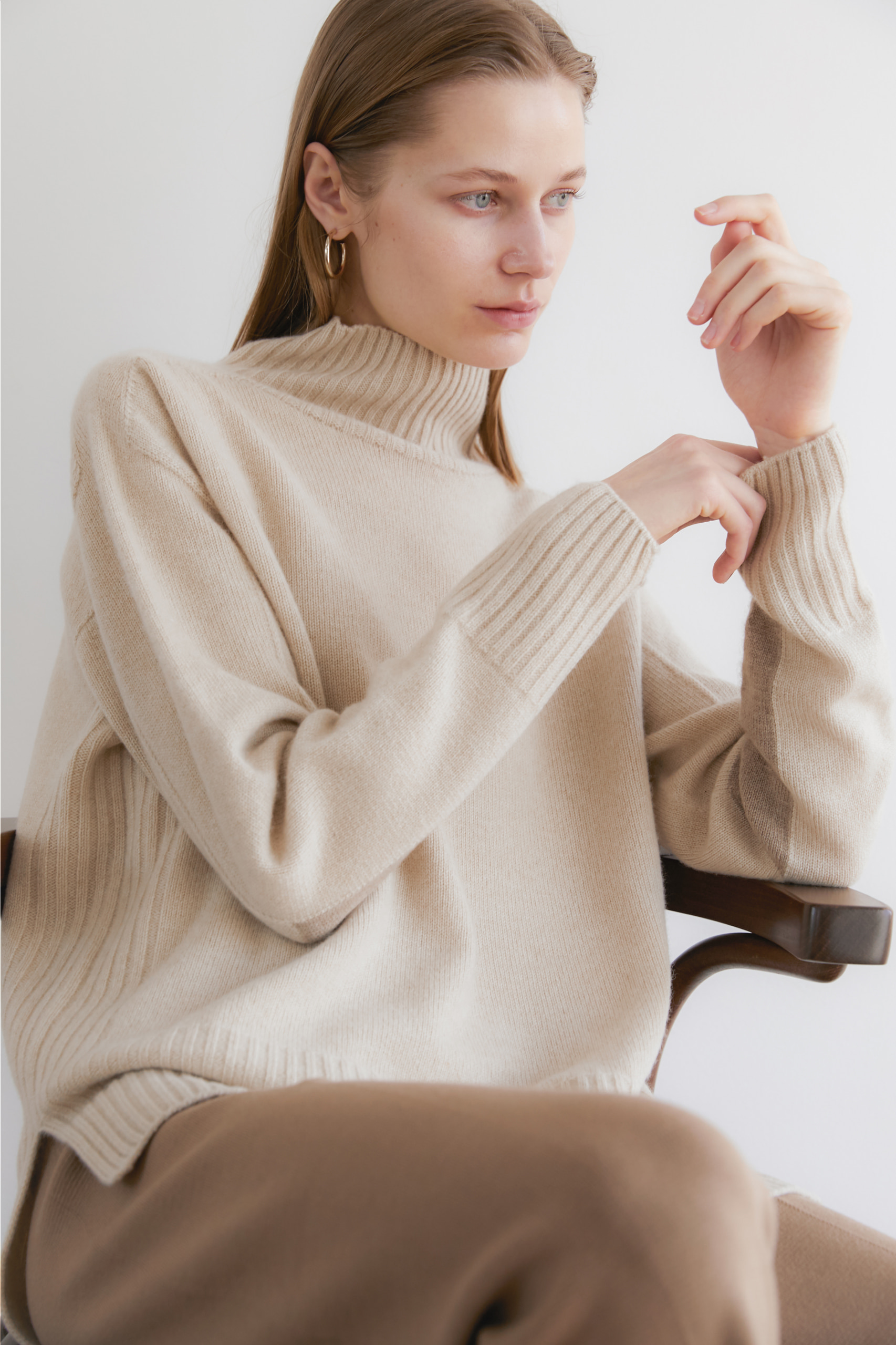 [NAMED collection - 로로피아나] 프리미엄 퓨어 캐시미어100 홀가먼트 컬러블럭 풀오버 [Pure cashmere100 whole-garment knitting turtleneck pullover - Oatmeal beige]